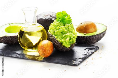 Gefüllte Avocado und Avocadoöl