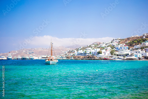 Foto auf AluDibond Stadt am Wasser View of the Mykonos town harbor from the above hills in Mykonos, Cyclades, Greece