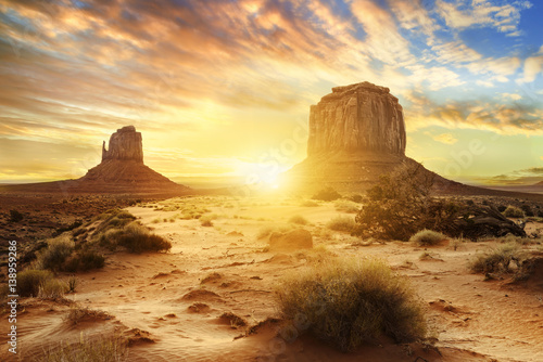 Photo sur Aluminium Jaune de seuffre Monument Valley