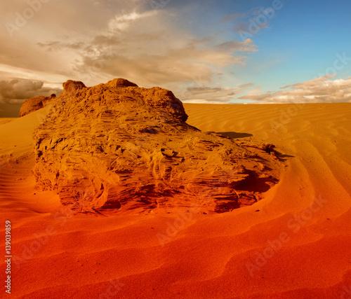 Keuken foto achterwand Rood traf. Sunset over the Sahara Desert