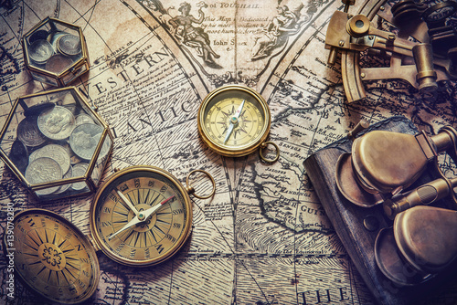 Obraz na płótnie kompas na mapie