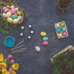 Fototapeta na wymiar coloring easter eggs / ostereier für ostern färben