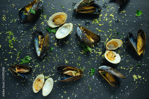 Poster Coquillage Decorated shellfish on slate