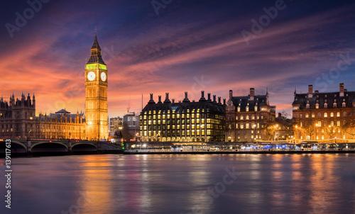 Fototapeta Zachód słońca za Big Ben i City of Westminster w Londynie