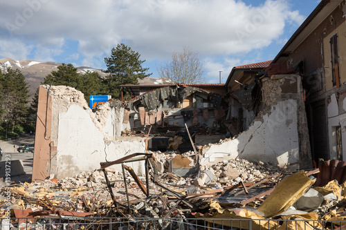 Plakat Dom zniszczony przez trzęsienie ziemi w Norcia, Włochy