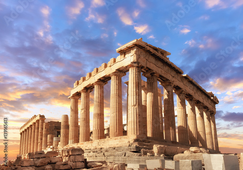 Poster Ruine Parthenon on the Acropolis in Athens, Greece on a sunset