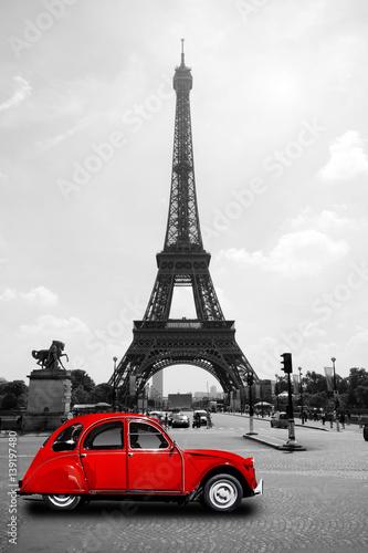 Wieża Eifla w Paryż z czerwoną kaczką - wycieczka turysyczna Eiffel Eiffeltower
