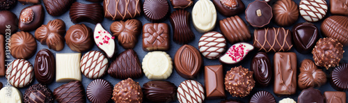 Fotomural Assortment of fine chocolate candies. Top view