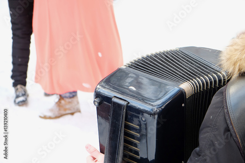 Fényképezés  accordionist during the traditional Russian celebration