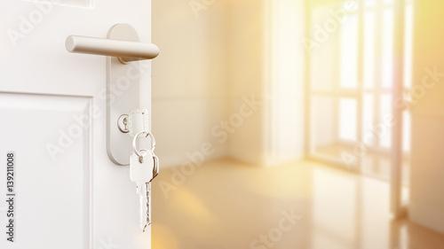 Fototapeta Offene Tür mit Schlüssel in neuer Wohnung obraz