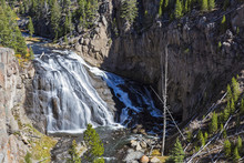 USA, Yellowstone National Park, Gibbon Falls, Gibbon River