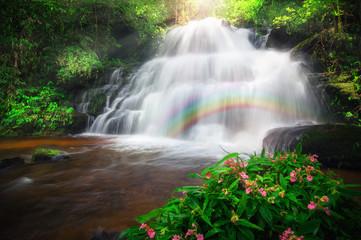 Fototapeta Man Daeng waterfall.