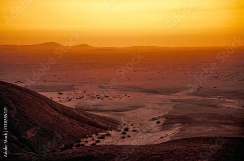 Photo sur Aluminium Fantastique Paysage Hill Vogelfederberg, sunset, Namibia, Namib desert, Namib Nauklu