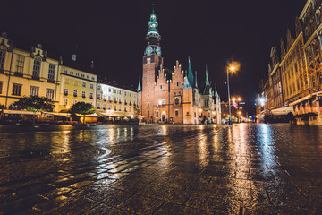 Fototapeta Wroclaw, Silesia, Poland - September, 19th, 2016. Market Square by night illumination. Wroclaw Town Hall, built in Gothic architecture style, one of the main landmarks and attractions in city.