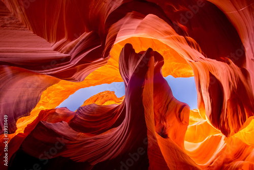 Poster Oranje eclat Antelope Canyon natural rock formation