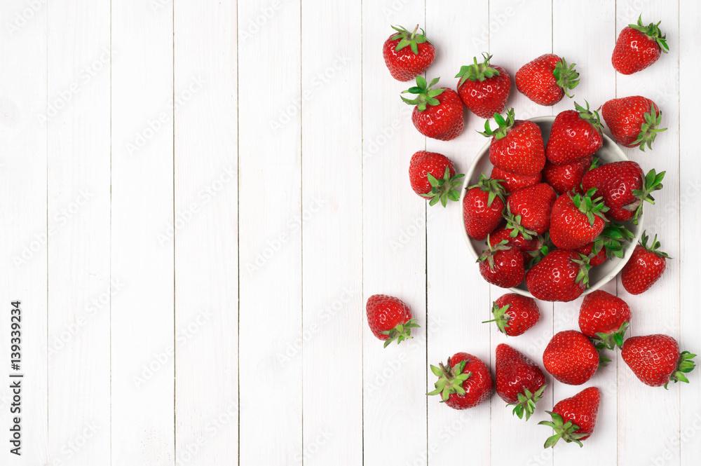 Fototapety, obrazy: Strawberries on white wood