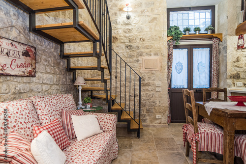 Casa con soppalco con camera da letto, soggiorno e cucina – kaufen ...