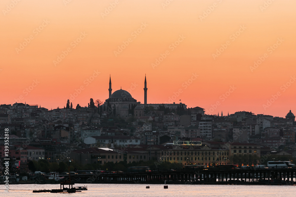 Foto  Istanbul skyline at sunset