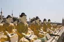 Budas En Fila En Templo De Birmania.