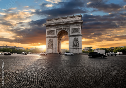 Photo Triumphal Arch and clouds