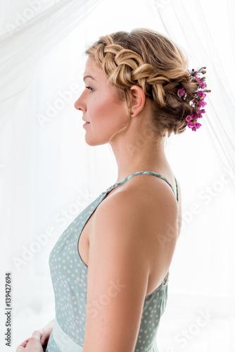 Naturliches Romatisches Styling Flechtfrisur Fur Kurze Haare Buy