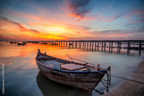 Fototapeten See sonnenuntergang Beautiful sunset landscape sunset on the sea beach with a boat at Bangpra beach chonburi,thailand