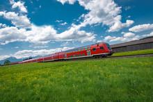 Rote Regionalbahn Im Allgäu Bei Oberstdorf