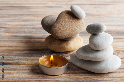 Fotomural zen composition with stones and lit candle