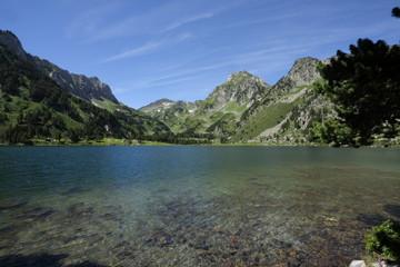 Lac du Laurenti dans les Pyrénées ariégeoises, France