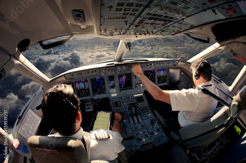 Foto Flight Deck of modern passenger jet aircraft