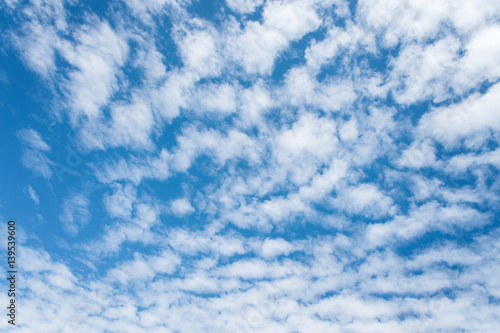 Photo Altocumulus cloudscape on blue blue sky, Beautiful Cirrocumulus or Altocumulus o