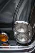 samochód zabytkowy, przedni chromowany reflektor