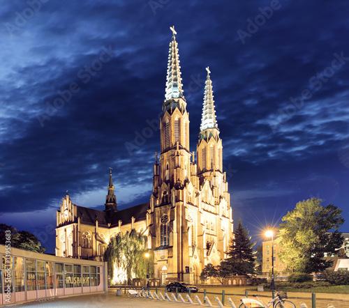 katedra-sw-floriana-w-warszawie-w-nocy