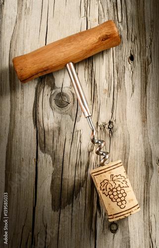 korkociag-z-korkiem-w-wieku-drewna