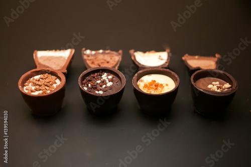 Obraz na plátne cioccolatini intere e le loro metà