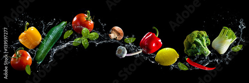Fototapety do kuchni  vegetables-water-splash