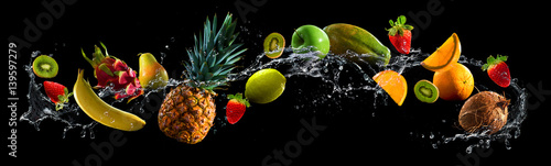 Tuinposter Vruchten Fruits with water splash
