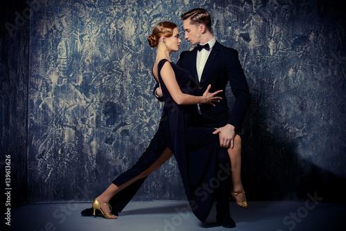 obraz dibond couple dancing tango