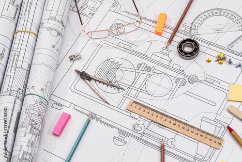 Fotografía  Workplace - technical project drawing with engineering tools