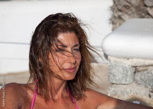 Donna con capelli al vento - kaufen Sie dieses Foto und ...