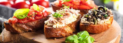 Frische selbstgemachte bruschetta brote