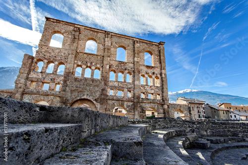 Photo Teatro Romano – Aosta, Valle d'aosta, Italy