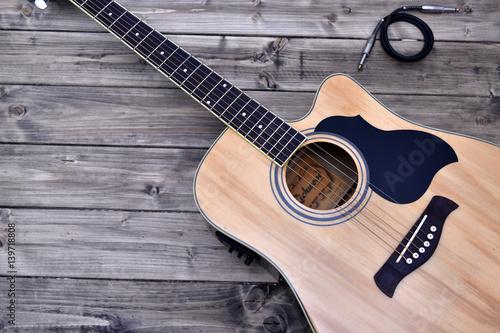 Fotografia, Obraz  chitarra acustica su  una base di legno