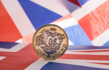 New Pound Coin On Union Jack F...