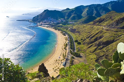 Fotoposter Canarische Eilanden View from the mountain to the beach teresitas