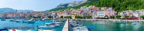 Crédence de cuisine en verre imprimé Bleu Wonderful romantic summer afternoon landscape panorama coastline Adriatic sea. Boats and yachts in harbor at cristal clear turquoise water. Baska on the island of Krk. Croatia. Europe.