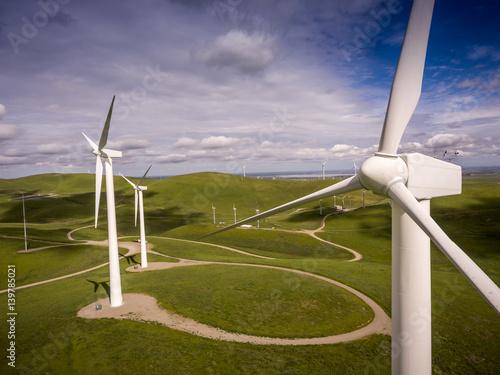 Fotografia  Windmill - Wind Turbine on Hill