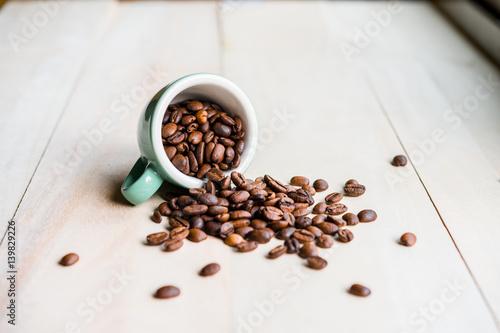 Cadres-photo bureau Café en grains Coffee. Coffee beans. Coffee cup full of coffee beans. Toned image.