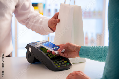 Cuadros en Lienzo Wireless payment using smartphone and NFC technology