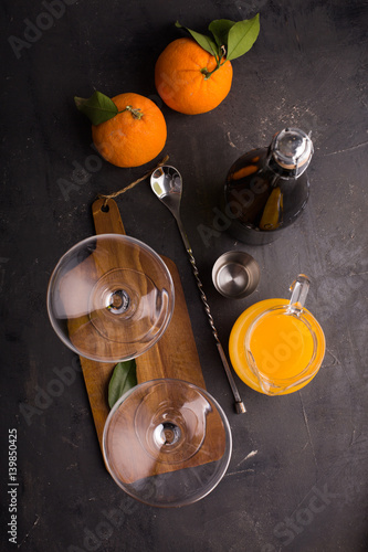 Foto op Plexiglas Cocktail Preparing mimosa cocktail with champagne and orange juice